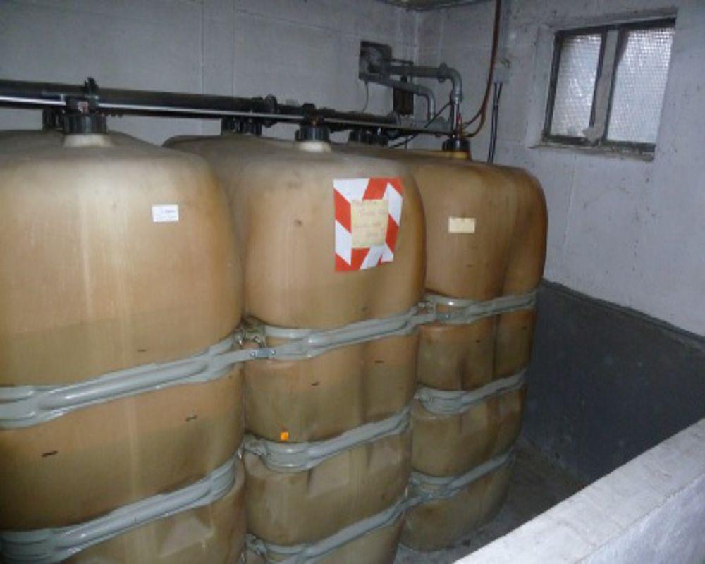 Durch die Verformungen werden bei dem Öltank die Anschlüsse undicht und können abreißen