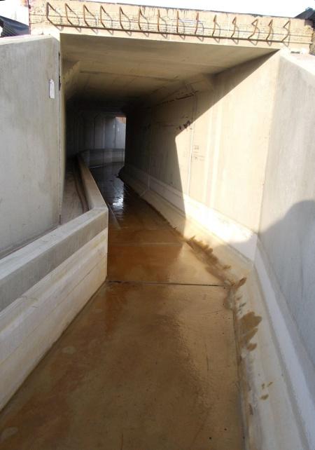 Der ungeschützte Betonboden wäre durch das saure Wasser schnell zerstört gewesen