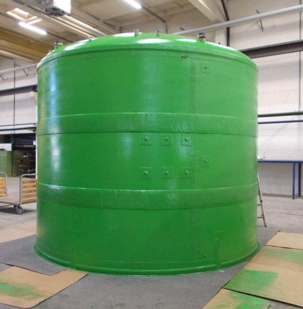 Der Flachbodentank ist für die Außenaufstellung vorgesehen und wurde werksgefertigt geliefert.