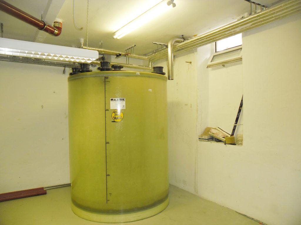 Der Werkstoff GFK ermöglicht auch eine nachträgliche Ausstattung des Tanks mit Anschlüssen und Spülleitungen.
