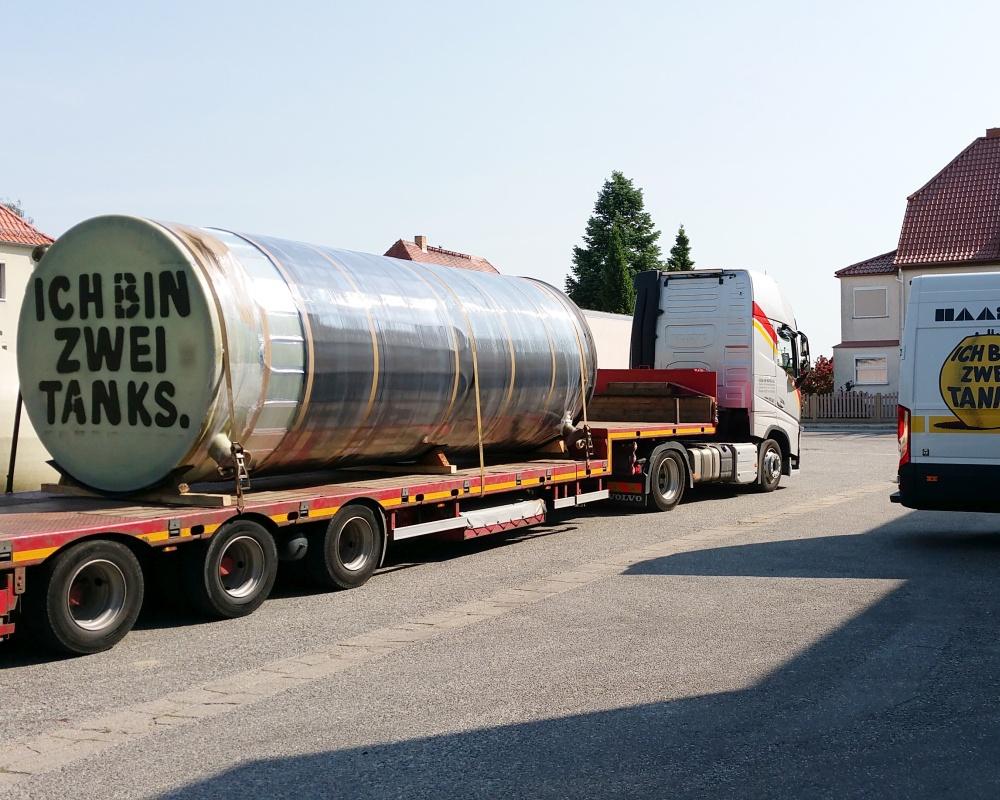 Bei einem Volumen von jeweils 21.700 Litern beträgt der Außendurchmesser beider Speicher 2,50 m bei einer Höhe von 6,65 m.