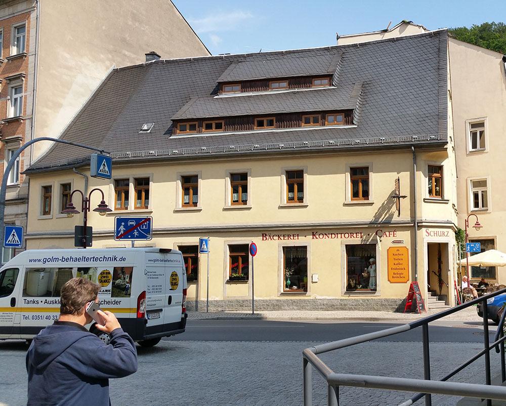Die traditionsreiche Bäckerei Schurz befindet sich im Zentrum von Bad Schandau in der Schächischen Schweiz. Diese Bäckerei ist nun auch mit einem Wärmespeicher für eine bessere Abwärmenutzung ausgestattet.