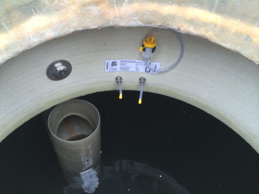 Der neue Fettabscheider ist dauerhaft beständig, die Abdeckplatte ist ebenfalls durch GFK geschützt.