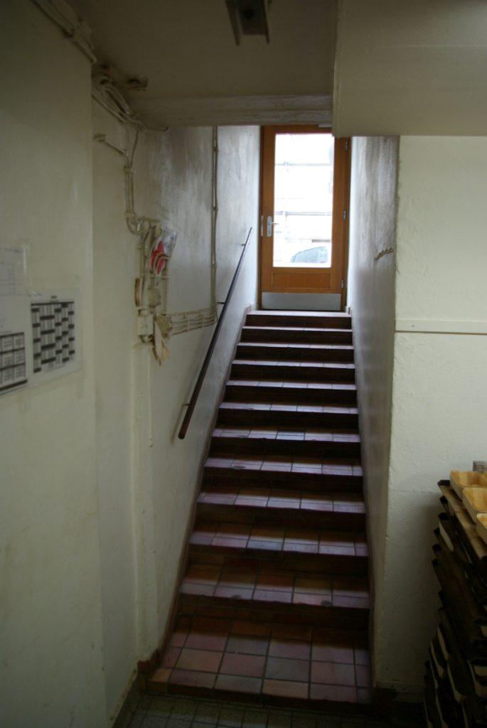 Der Zugang erfolgte über eine schmale Treppe, durch die Backstube und über eine Luke zum Aufstellraum.