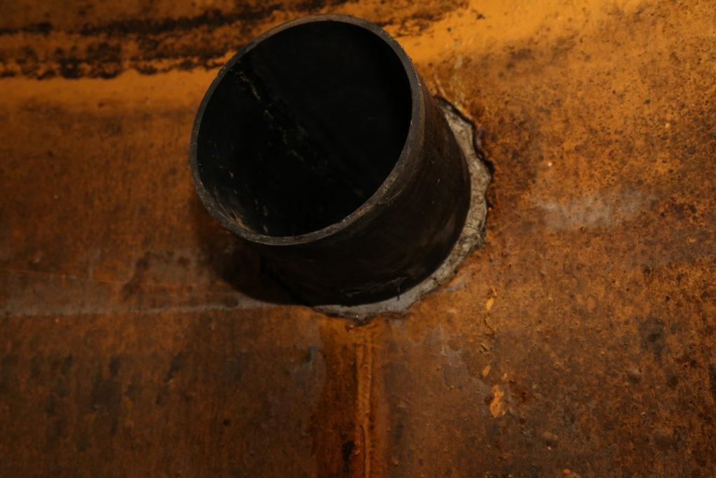 Die Rohrdurchführung musste unbedingt saniert werden.