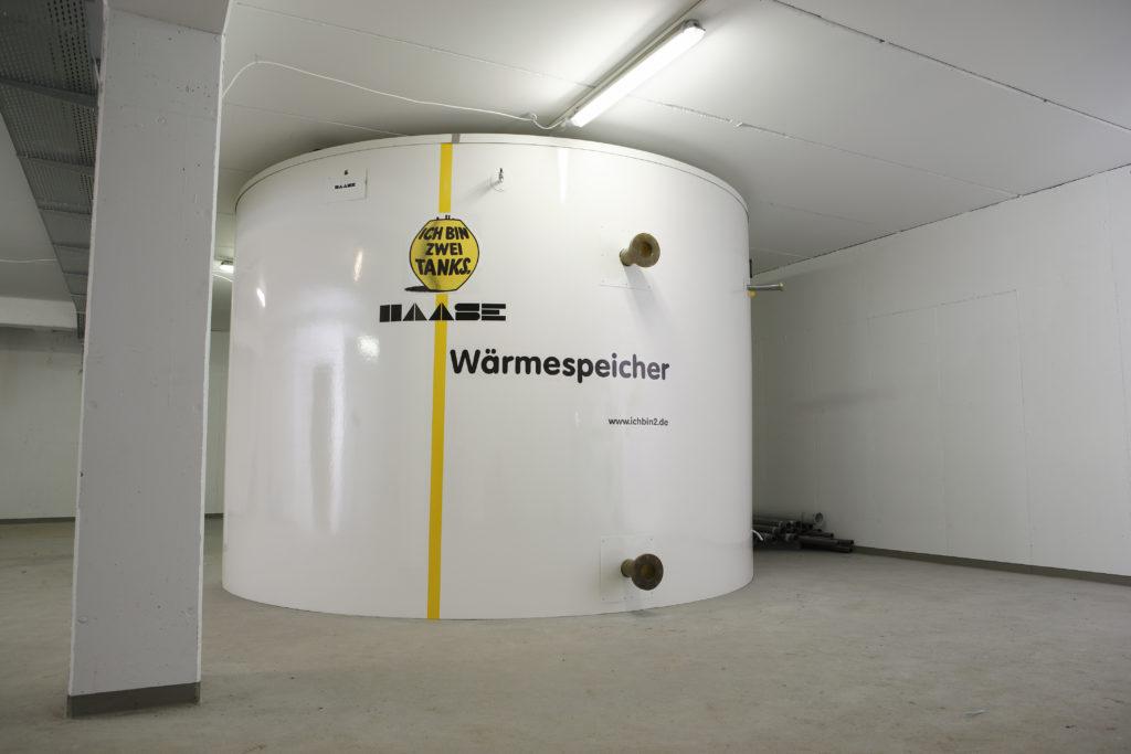 Der fertig montierte Haase-Wärmespeicher hat ein Volumen von ca. 30.000 Litern.