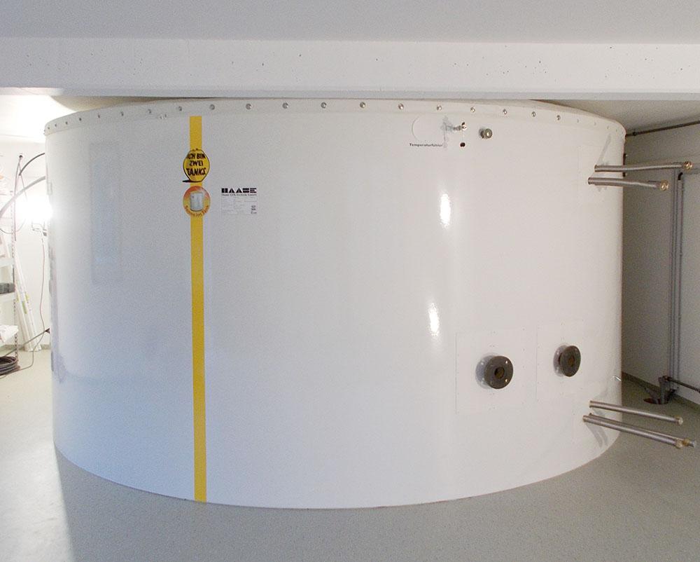 Der Speicher vom Typ T 440-217 passt mit 4,40 m Durchmesser bei einer Höhe von 2,15 m perfekt in den Aufstellraum.