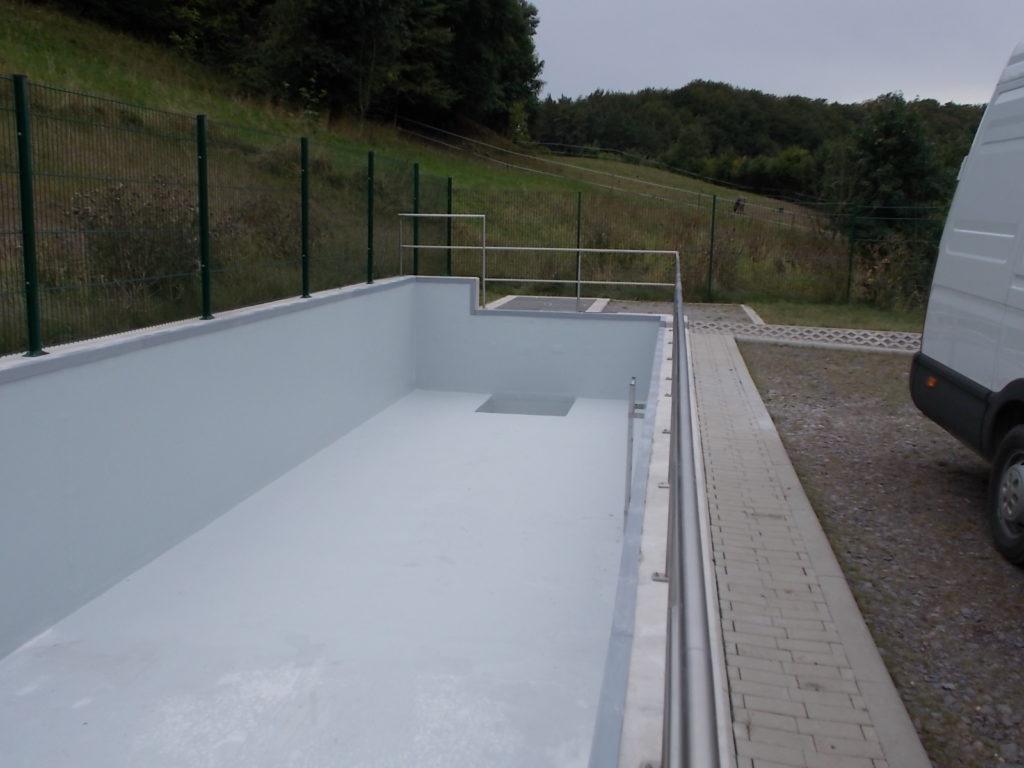 Die GFK-Auskleidung für das Regenrückhaltebecken hat eine Oberfläche von 186 m².