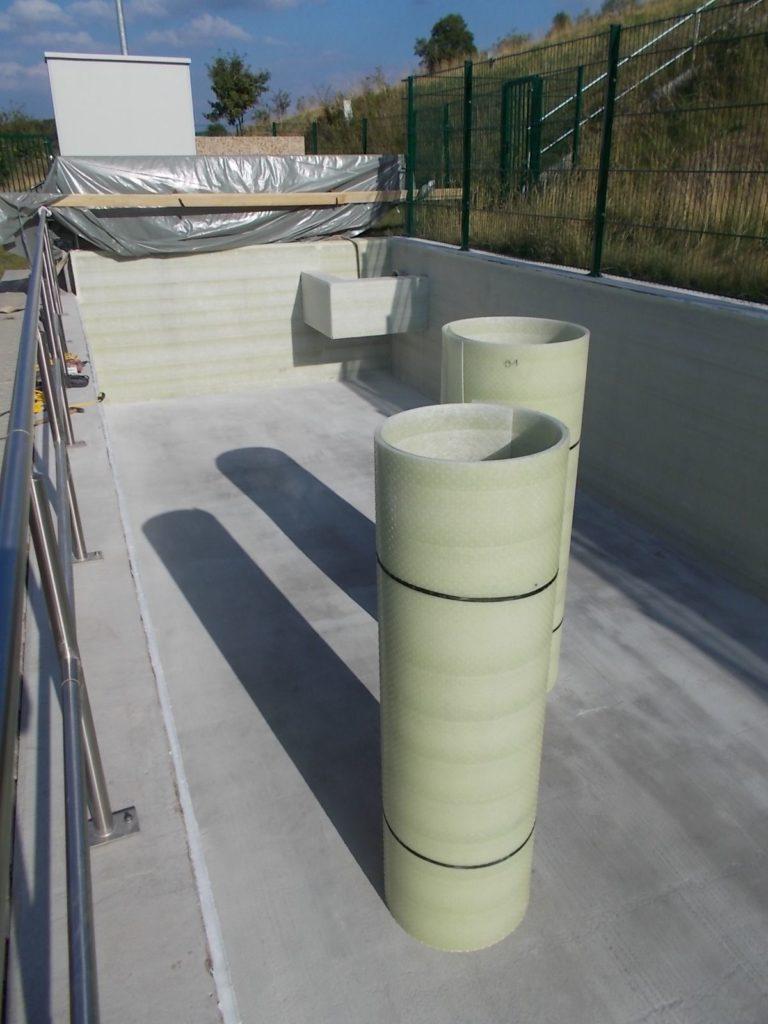 Die Laminatplatten wurden im Werk konfektioniert, auf Rollen gewickelt und so auf die Baustelle gebracht.