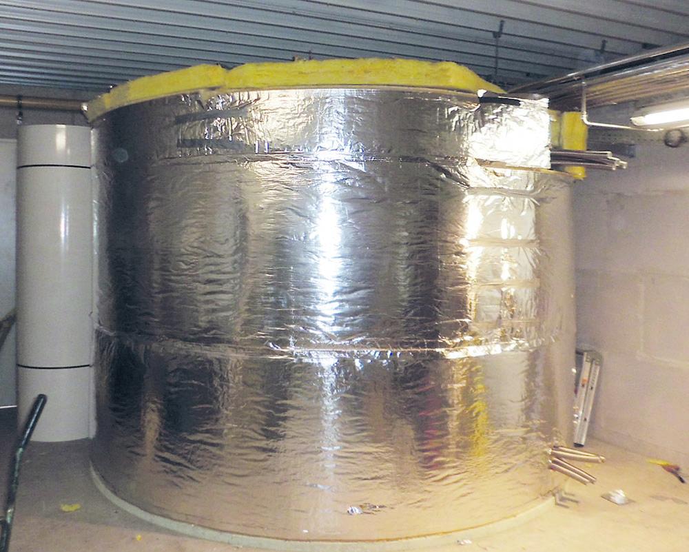 Der Speicher hat dank des Werkstoffes GFK und der Dämmung nur sehr geringe Wärmeverluste.