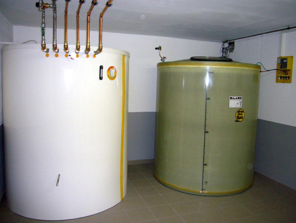Wärmespeicher und Kellertank können auch in Komibation montiert werden.