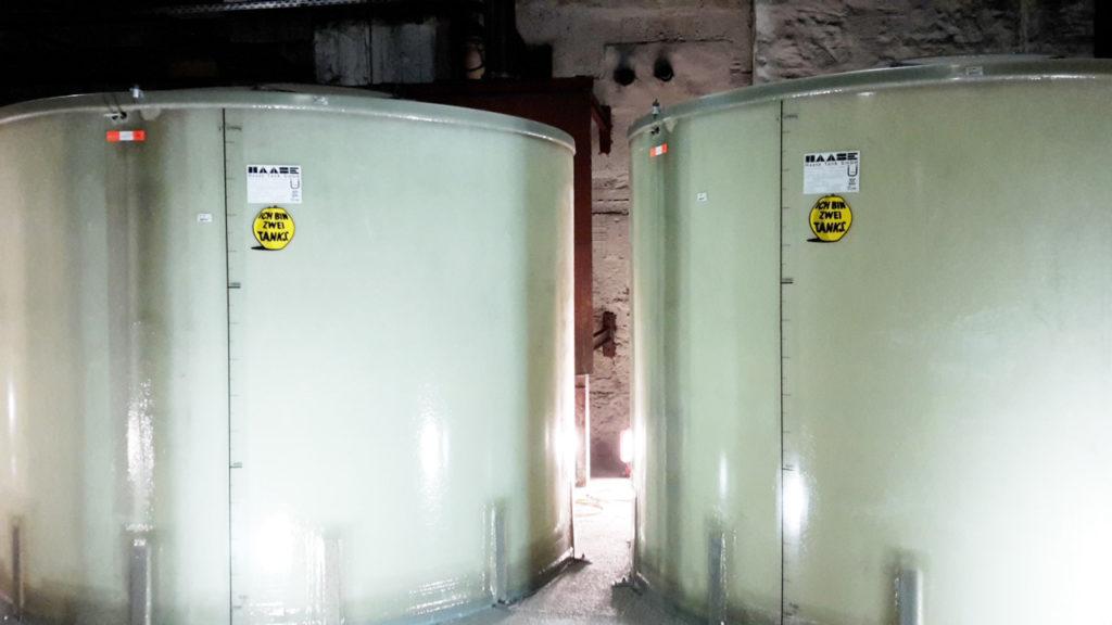 Die Tanks werden in Einzelteilen geliefert und vor Ort erst aufgebaut.