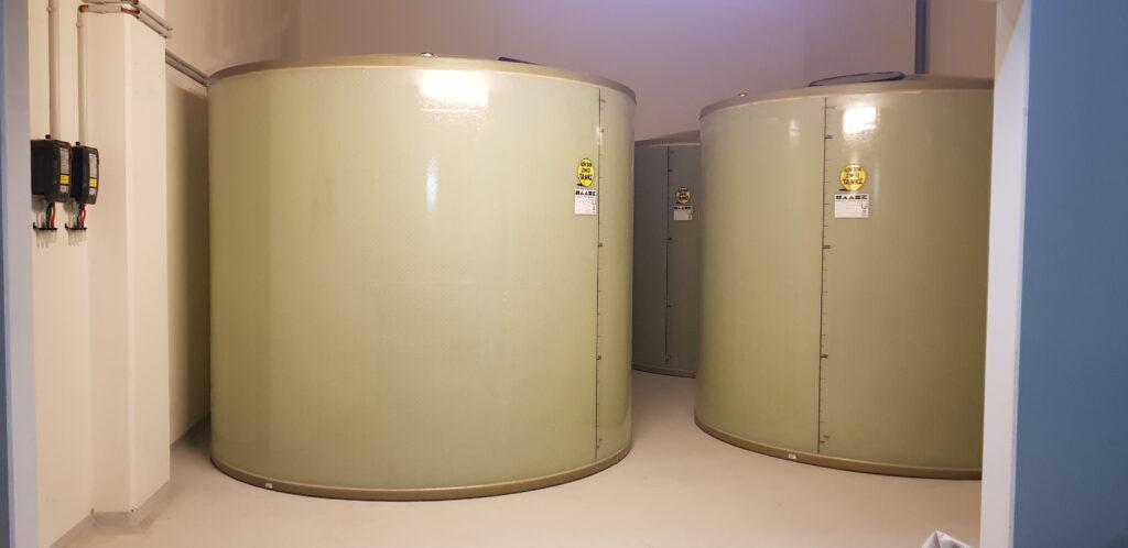 Bei diesem Projekt kamen 4 doppelwandige Dieseltanks aus GFK zum Einsatz, in denen für eine große Notstromanlage insgesamt ca. 66.000 Liter Diesel gelagert werden.