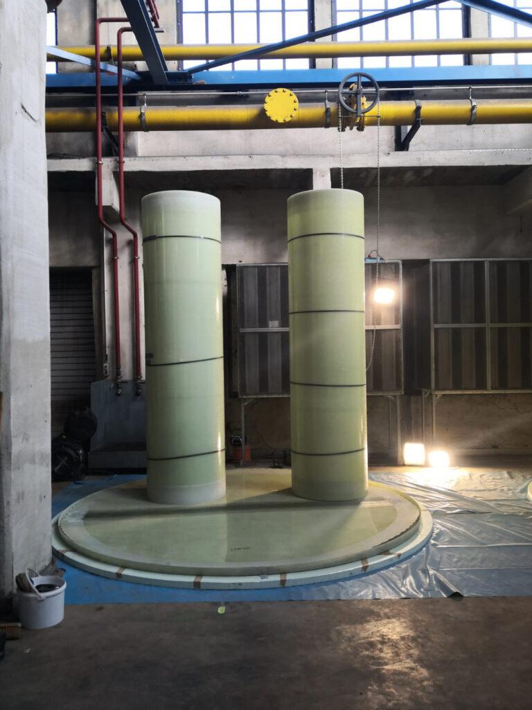 Für die Vor-Ort-Montage wurden die Teile der Harnstofftanks einzeln in die Werkhalle gebracht.