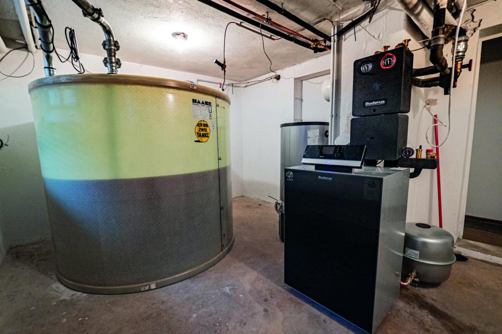 Im Rahmen der Initiative future:fuels@Work für mehr Klimaschutz im Heizungskeller wurde auch ein moderner Heilzöltank von Haase montiert.