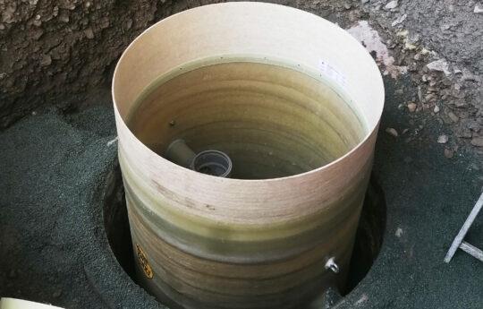 Der in den alten Behälter eingesetzte Fettabscheider