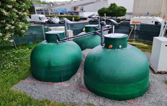 Nach dem erfolgreichen einjährigen Probebetrieb der Anlage sollen die Tanks zur Lagerung der Fällungsmittel vollständig angefüllt werden.