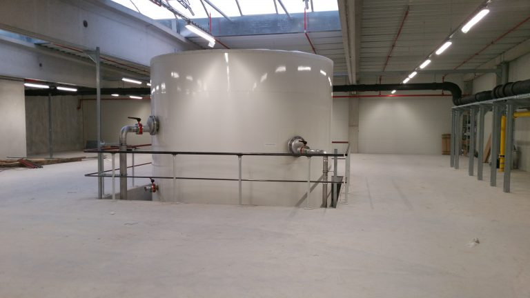 The Haase hot water tank has a volume of 79,000 liters.