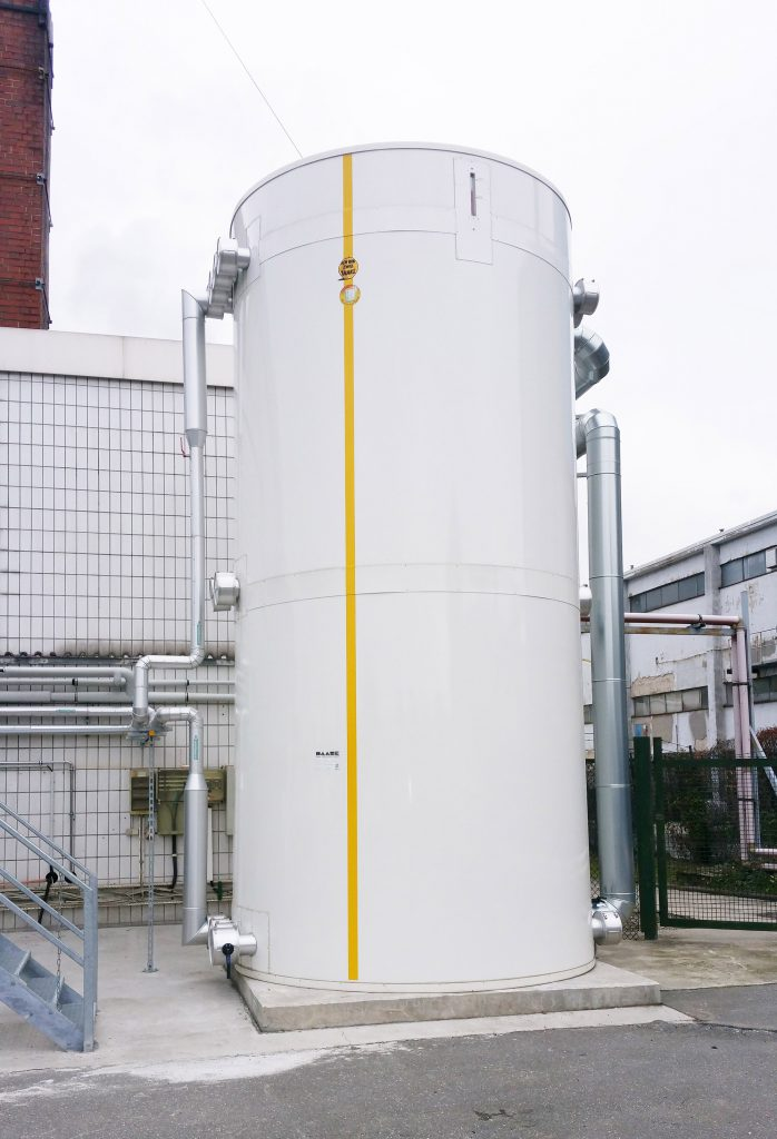 With an outside diameter of 3.00 m and a height of 6.30 m, the Haase buffer hot water tank has a volume of 28,150 liters.