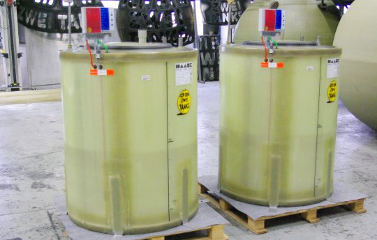Flat-bottom tanks for engine oil approved in earthquake zones.