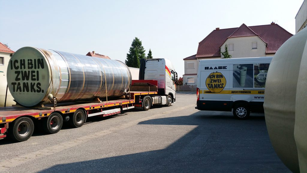 With a volume of 21,700 liters each, the outer diameter of both storage tanks is 2.50 m at a height of 6.65 m.