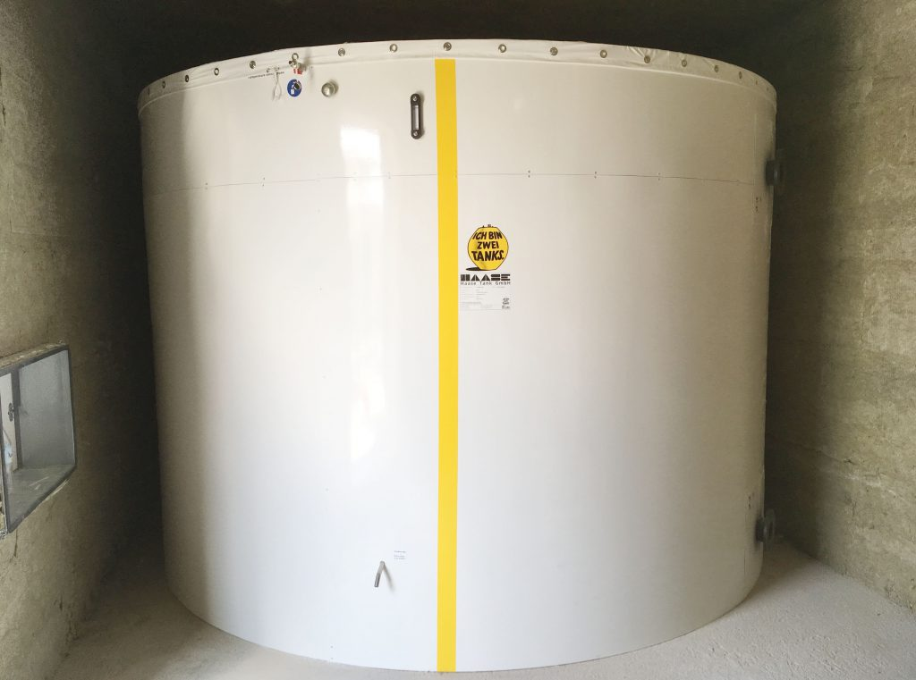 The hot water tank has a volume of 14,900 liters with a diameter of 3.50 m.