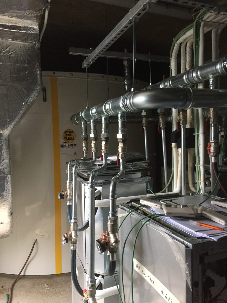 The hot water tank was integrated into the highly efficient hot water system of a hotel with 125 rooms.
