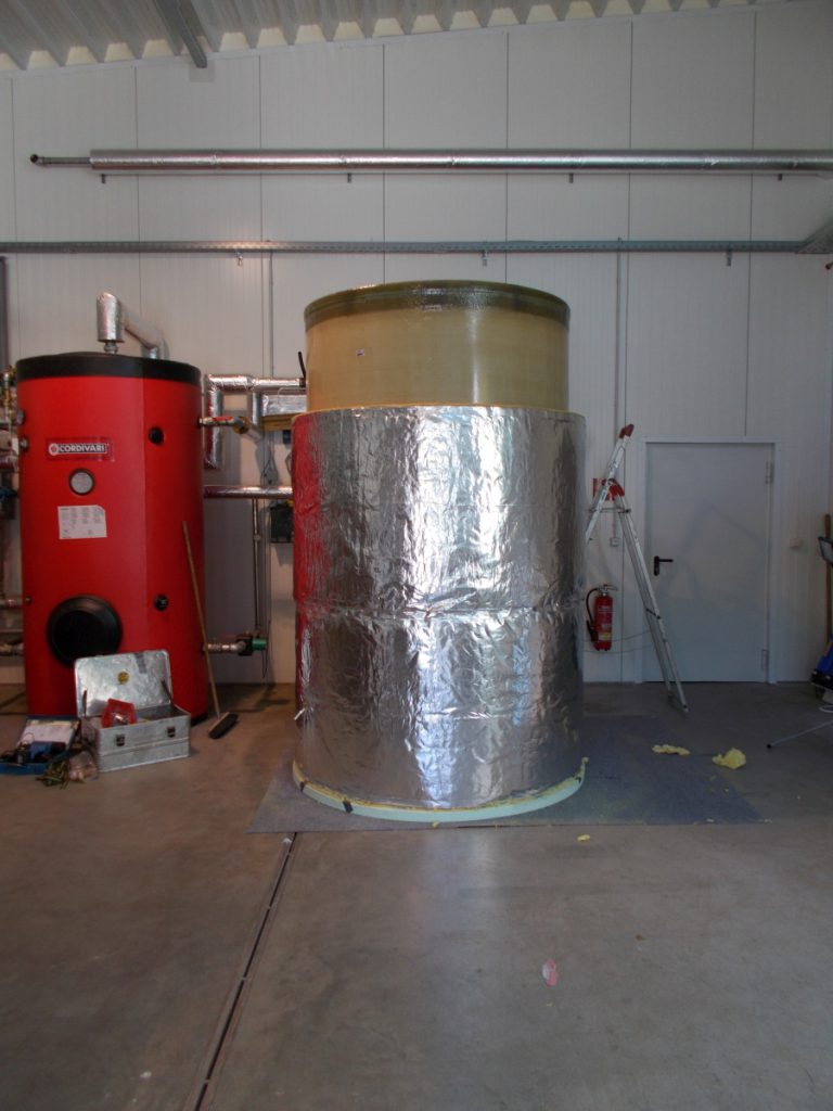 The heat is stored in the hot water tank that previously had to be released into the environment unused.