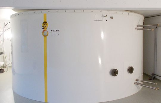 With a diameter of 4.40 m and a height of 2.15 m, the T 440-217 hot water tank fits perfectly into the installation room.