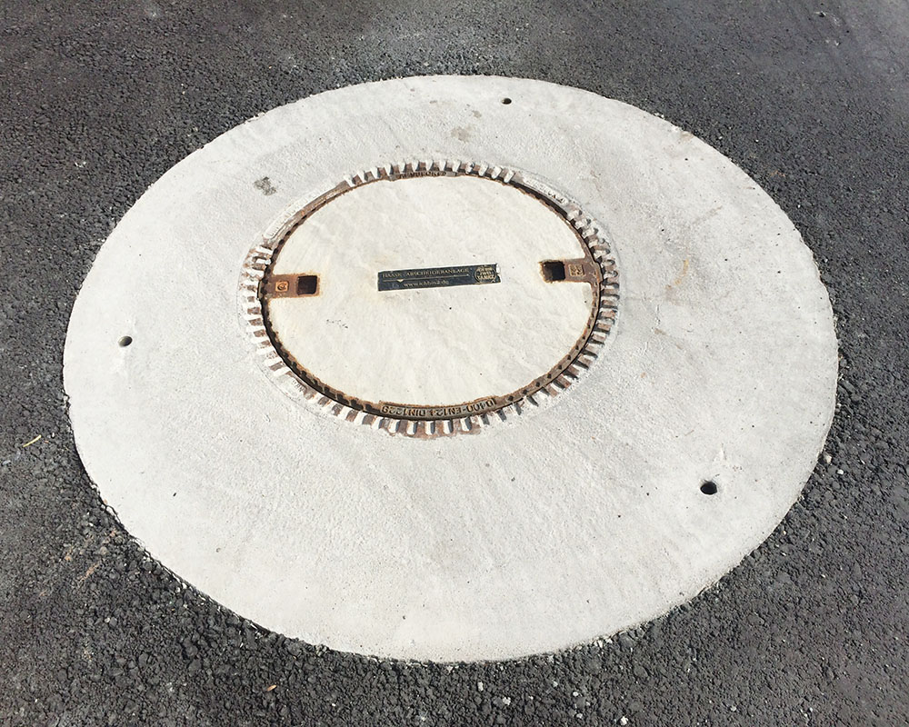 No in-situ concrete is required for the load distribution plate, as this was already installed in the D400 manhole cover.